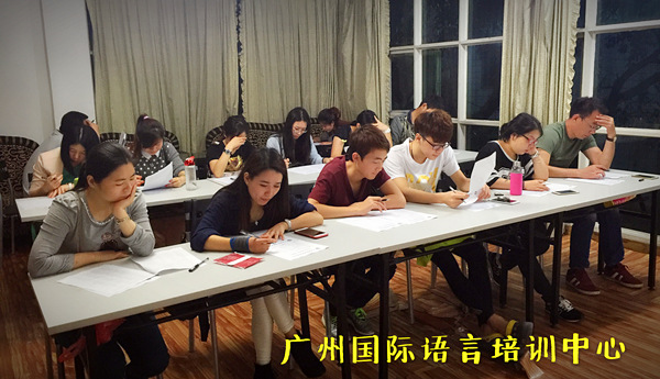全封闭监管式成人英语全日制训练上课考试情景