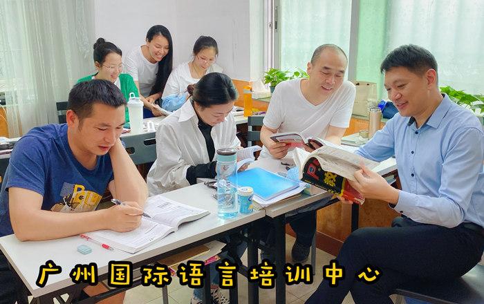 学都英语全封闭式脱产中级口语特训课程学员上课课堂照片